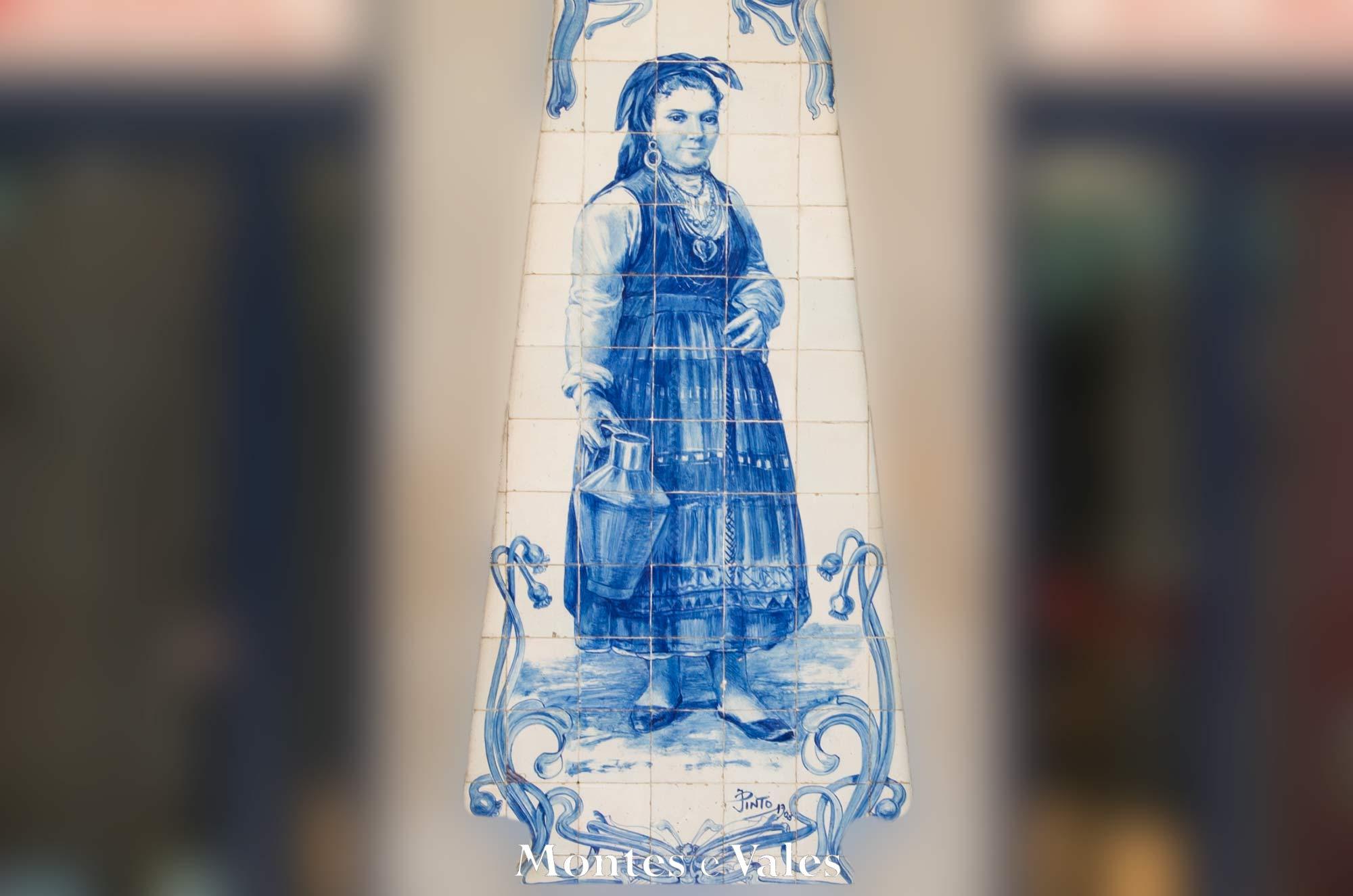 Onde se encontra este magnífico painel de azulejos?